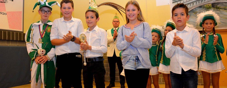 Kinderprinzenpaar Benedict I. und Prinzessin Sarah mit Adjutanten Luca und Konstantin